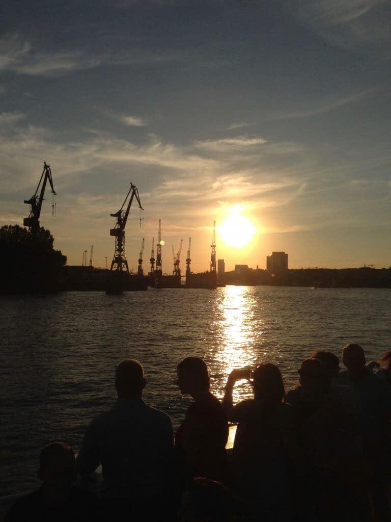 Freunde finden Hamburg Hafen