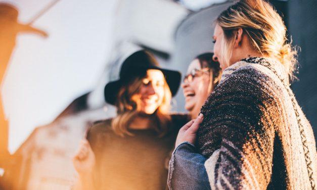 Durch Hilfsbereitschaft Kontakte knüpfen und glücklich sein