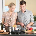 Die Küche: Ein Ort, an dem man sich gerne mit Freunden aufhält