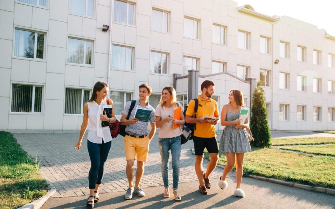 Nützliche Tipps für das erste Semester: So findest du Freunde an der Uni